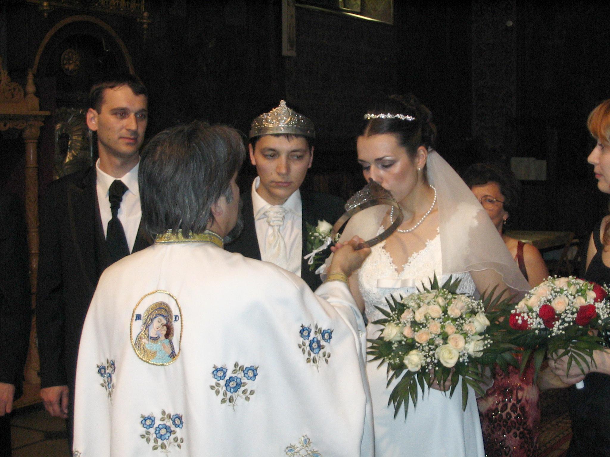 Credincioșii Ar Putea Scăpa De Taxa Pentru Nuntă înmormântare Sau