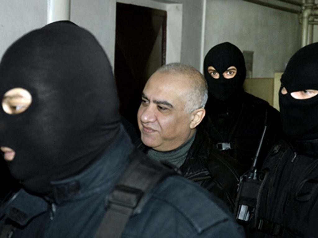 Instanta Curtii de Apel Bucuresti a aminat, pentru 21 noiembrie, procesul in care Omar Hayssam este judecat pentru rapirea jurnalistilor romani la Bagdad, judecatorul constatind ca nu au fost indeplinite anumite chestiuni procedurale pentru a incepe judecarea dosarului.